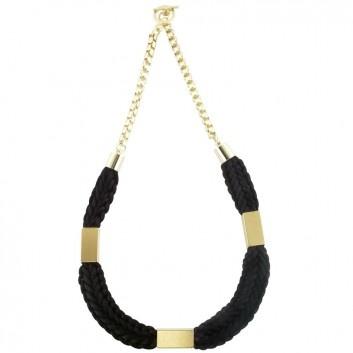 Die Kette Lovis in Schwarz mit goldfarbenem Verschluss und goldfarbenem Röhrchen ist die ideale Ergänzung zu deinem locker, lässigen Look. Stylisher Designerschmuck von Ludovika van Inkpen.