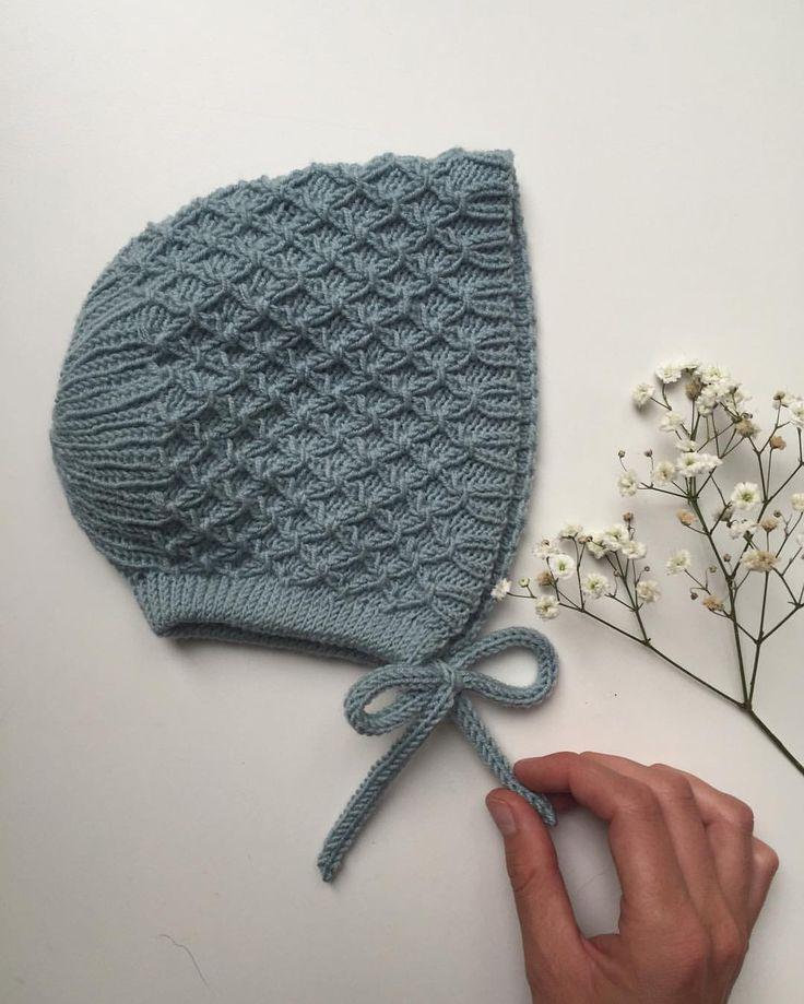 """270 Synes godt om, 15 kommentarer – PetiteKnit • knitting patterns (@petiteknit) på Instagram: """"Karens Kyse • Opskriften er i webshoppen nu (link i profil). Har du strikket Rigmors Kyse og tænkt,…"""""""