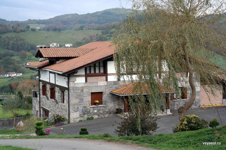 Дом баска – нетолько его крепость, ноистержень образа жизни. Продолжение серии репортажей отом, какживут ичто едят вСтране Басков пообе стороны франко‑испанской границы. http://amp.gs/zyn5