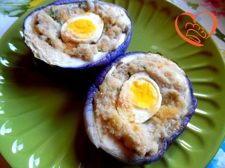 Melanzane ripiene con uovo sodo http://www.cuocaperpassione.it/ricetta/c72e1f4c-9f72-6375-b10c-ff0000780917/Melanzane_ripiene_con_uovo_sodo