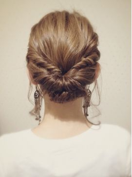 ☆this hair style is good for all trips or occasions from casual to formals it is a perfect style☆