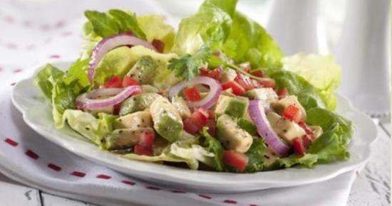 RECETTE :  Profitez du reste de l'été avec cette Salade de tomates et avocat !   #tomate    #avocat  #salade  #bienfaire