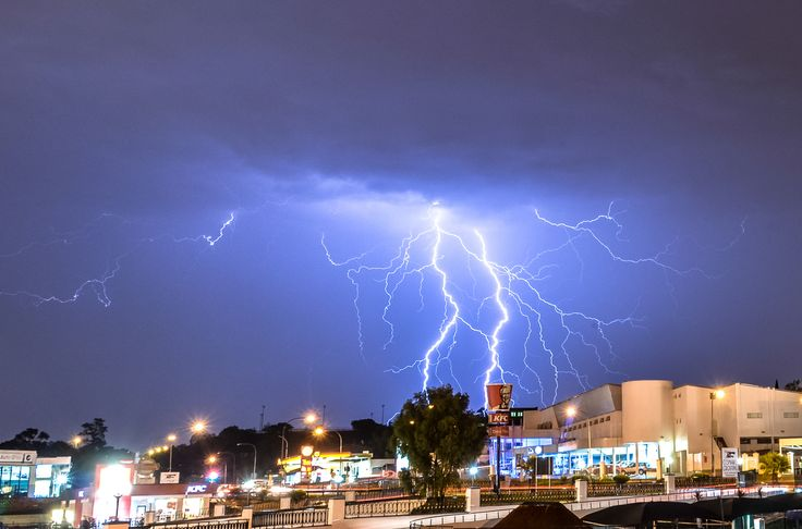 11 Dramatic Images Of Lightning Over Johannesburg, South Africa
