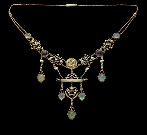 The Apollo Necklace Henry Wilson (1864-1934) A gift to Lady Llewellyn-Smith from her husband