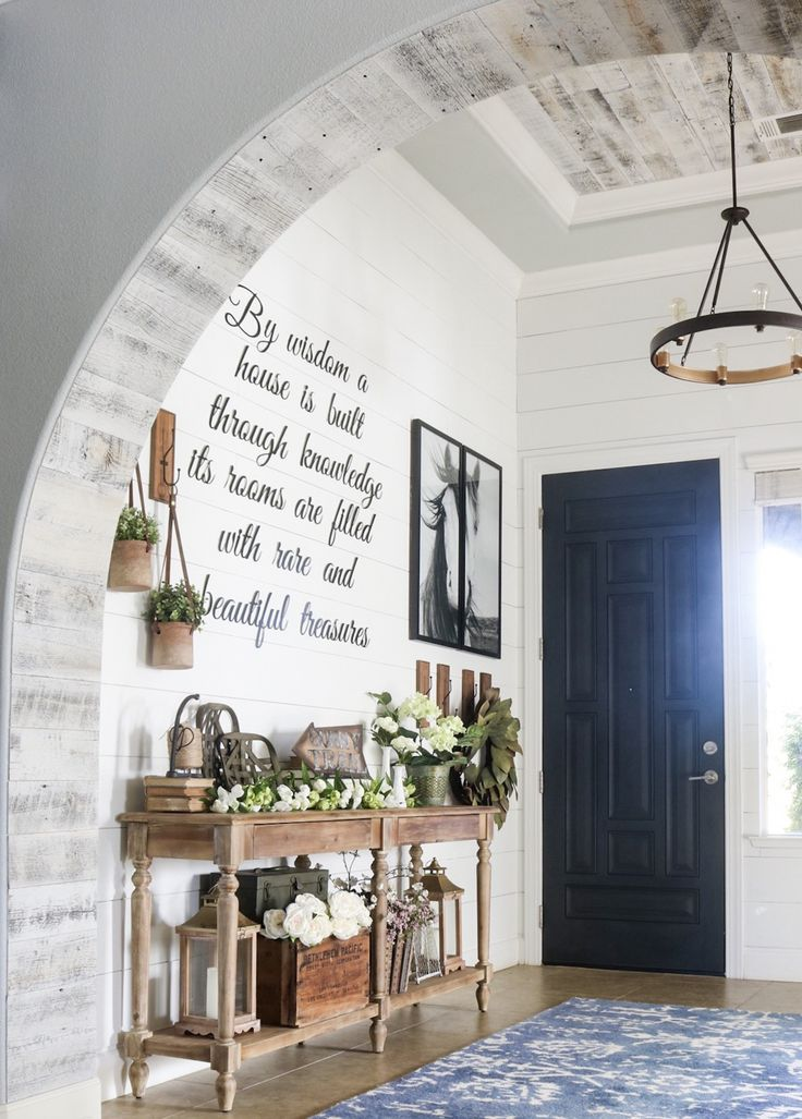 Looking for farmhouse interior design inspiration? Revamp your space with some southern charm. Check out our blog for a few french farmhouse design ideas!