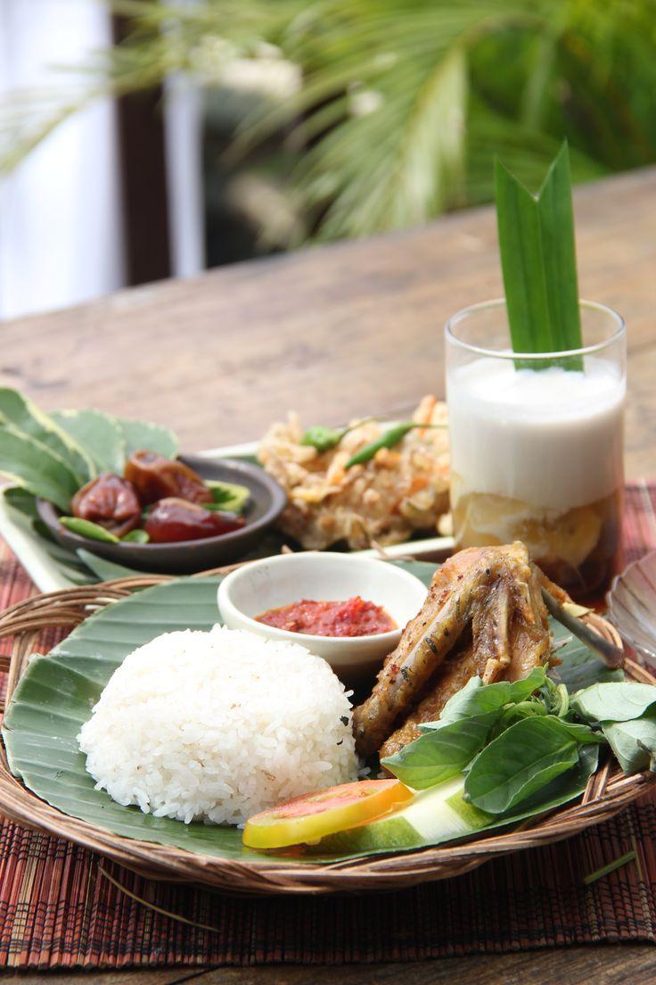 """Paket Ayu At """"Waroeng Dhahar Pulosegaran"""" Tembi Rumah Budaya"""