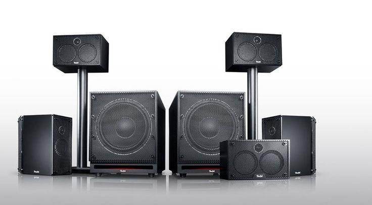 Drei identische Front-Lautsprecher, zwei Dipole mit eigenen Tieftönern und zwei Subwoofer, so präsentiert sich das neue 5.2-Kanal Home Cinema System Teufel System 6 THX.