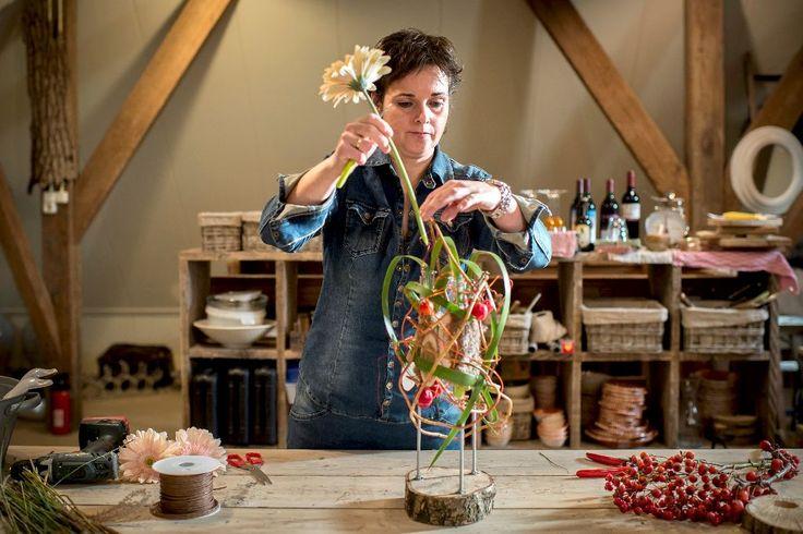 Zelf maken: bloemdecoratie met hout