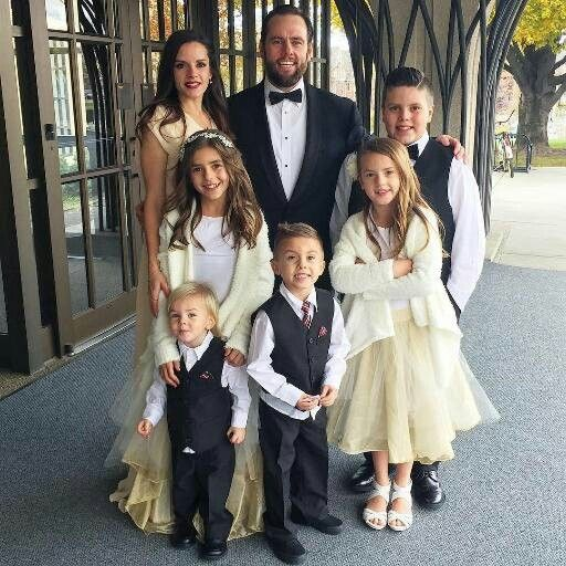 A beautiful family pic of the shaytards!!