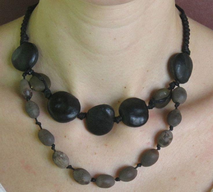 Collier ethnique graines noires-grises et macramé de la boutique NatuRecup sur Etsy