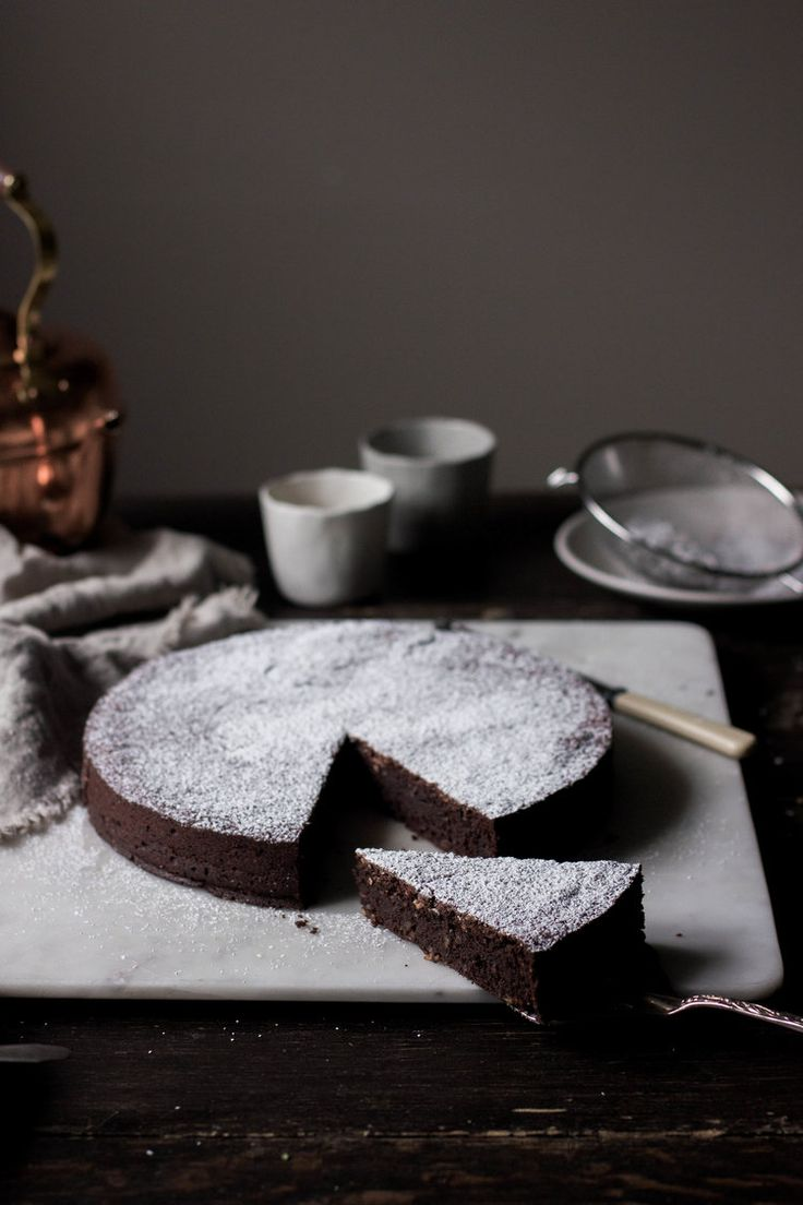 flourless dark chocolate almond cake {torta caprese} — L | E