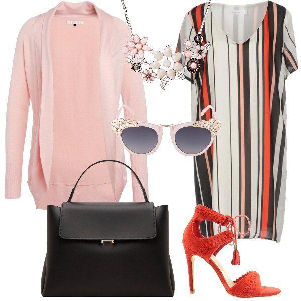 Outfit economico formato da un cardigan in rosa, un abito corto a righe multicolore, un paio di sandali alti in rosso, una borsa in fintapelle nera, una collana importante sui toni del rosa e un paio di occhiali con lente a farfalla sfumata e abbellita da cristalli.