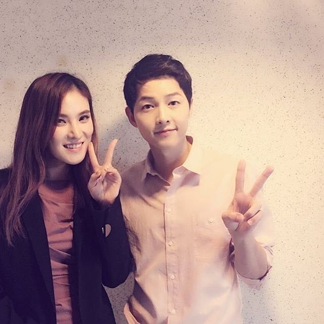 "160417 || Song Joong Ki posing with singer Gummy who earlier appeared as surprise guest and sang her song ""You are My Everything"" which is one of the OSTs for DotS :) [Pic: @cjes.tagram]"