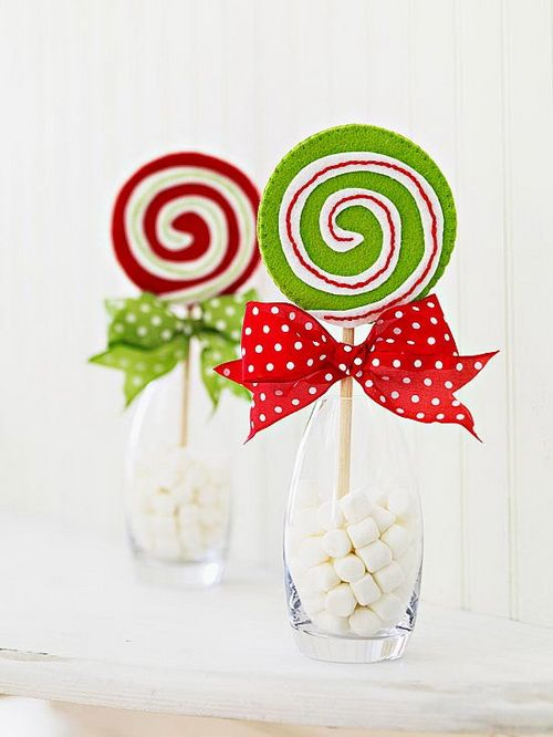 Cute homemade Christmas stuff/  These lollipops come with lollipops, marshmallows, and bows.