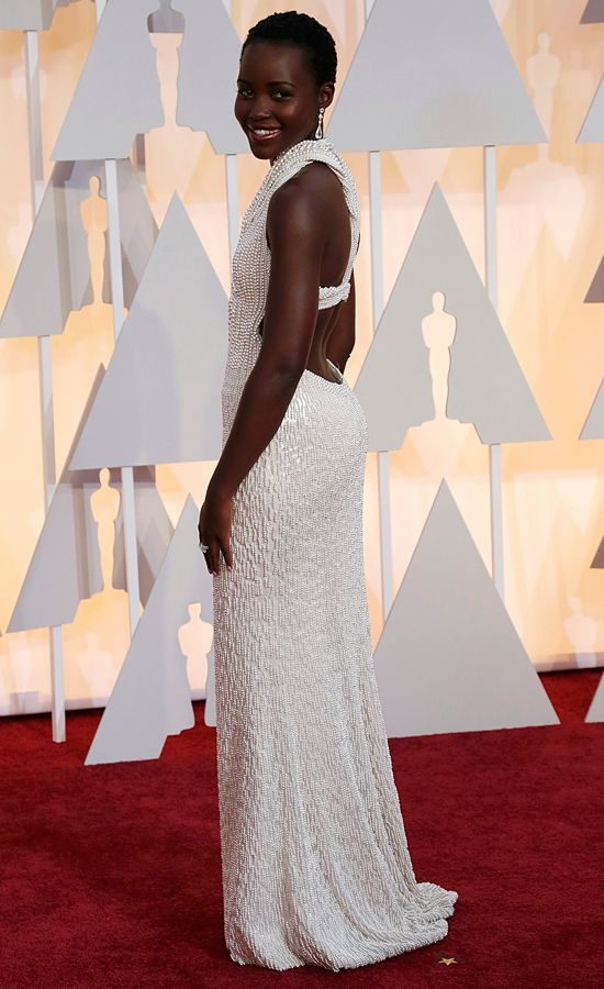 Lupita Nyong'o (Calvin Klein Collection con 6.000 perlas)