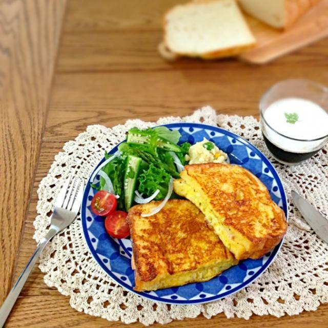 クックパッドでみつけた、カナダのフレンチトースト風サンドイッチ[モンティクリスト]☆ 気になっていて、やっと今朝作って食べました((*◕ω◕)ノ 中は、ハムとチーズ。 簡単で、とっても美味しかったです♡  •モンティクリスト •サラダ •ポテトサラダ •珈琲ゼリー - 127件のもぐもぐ - 朝食★モンティクリスト by Donmama