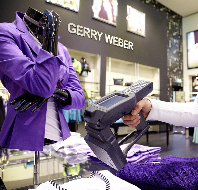 The Nordic ID PL3000 UHF RFID Cross Dipole mobile computer is used at Gerry Weber stores.