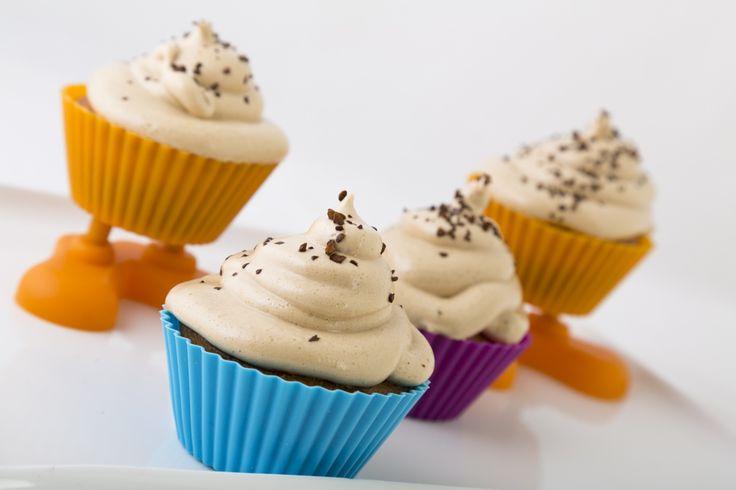 Decora y divierte a tus hijos con una cremosa cubierta para cupcakes, con sabor a café