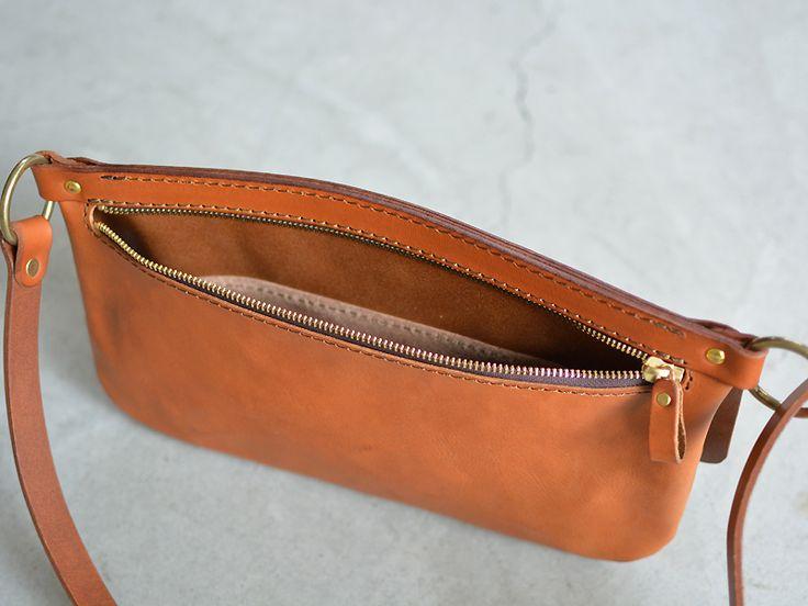 ボディバッグ(G-32)は旅行時の貴重品等を入れるバッグとして考案したレザーボディバッグです。「HERZ(ヘルツ)公式通販」