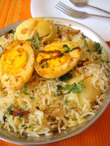 Comfort food, Egg biryani, makes for a perfect weekend meal with raita and curry. Yesterday, I was inspired to make a flavored rice and since our family loves eggs, I decided on Egg biryani which has a striking resemblance to Hyderabadi Chicken Dum Biryani. Its easy to put together, substantial and full of flavor.