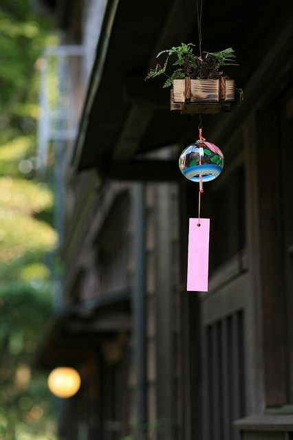 japanese wind chime 風鈴。日本の夏 / summer in kapan. love, love the wind chime as well as this photo.