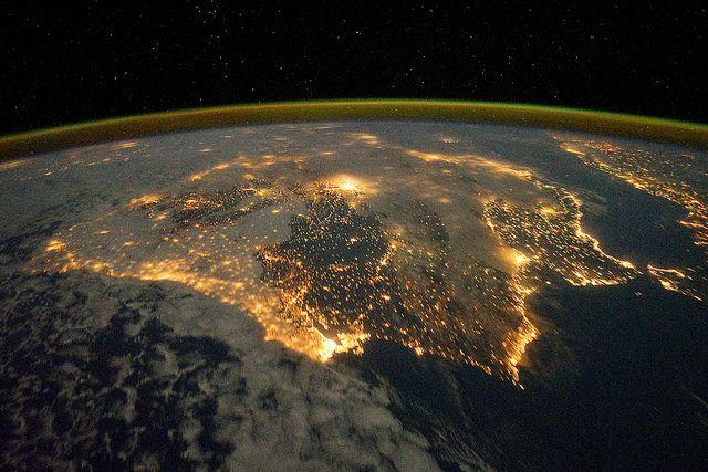 las luces definen la forma de España y Portugal...                                                                                                                                                     Más