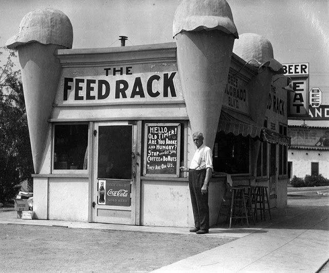 22 photos vintage de restaurants aux formes loufoques de Los Angeles  2Tout2Rien