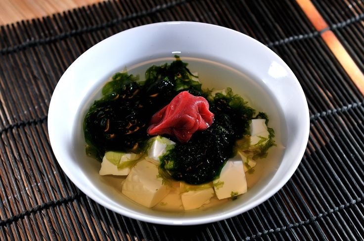 【冷やしメシ】この夏、そうめんは「冷たいスープ」で食べるのが正解!【今週は豆腐】 | エンタメウィーク 魚屋三代目の「豆腐とあおさの冷たいお吸い物」