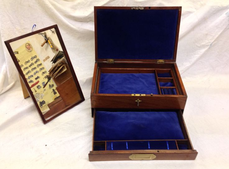 Mahogany 1880 Victorian jewellery box fitted with lift out tray and mirror with blue velvet interior