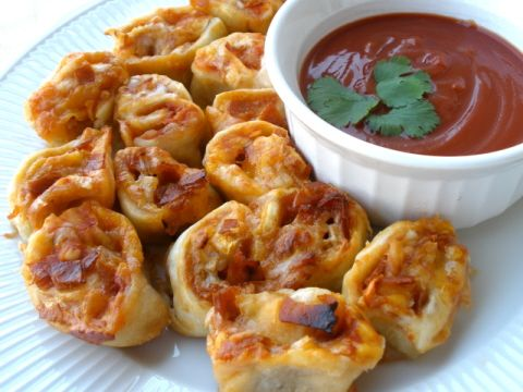 Ingredients : • 2 quarts canola oil for frying • 1 egg • 3 tablespoons water • 1 (16 ounce) jar pizza sauce • 1