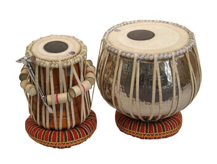 TABLA HINDÚ :  es un instrumento de percusión membranófono compuesto de dos unidades . También es usado en la música tradicional de India, Pakistán, Afganistán, Nepal, Bangladés y Sri Lanka.