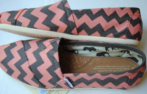 Pink and grey chevron toms