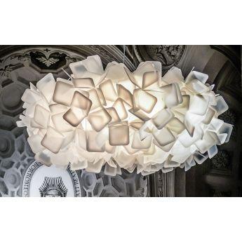 Suspension design CLIZIA - Blanc - Ø78 cm - Slamp Assemblée entièrement à la main, la suspension design Clizia de la marque Slamp est d'une indéniable qualité. Elle sera l'élément central de votre décoration intérieure grâce à son volume tridimensionnel léger et romantique. Son design s'inspire du mythe de la nymphe Elitropio. La suspension Clizia apportera un éclairage d'un nouveau genre pour mettre en valeur votre intérieur comme il se doit.