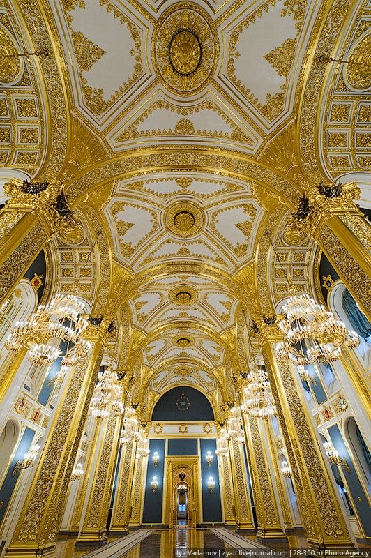Kremlin Palace - St. Andrew's Hall became a throne hall and main Emperor's hall of the Moscow Kremlin. In 1932 it turned into the meeting room which hosted the party conventions.