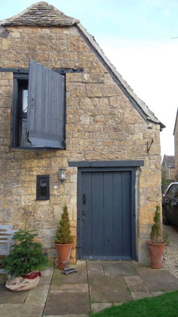 Relics Of Witney: The Best Front Door Colours To Paint Cotswold Stone Houses. (Farrow and Ball: Downpipe)
