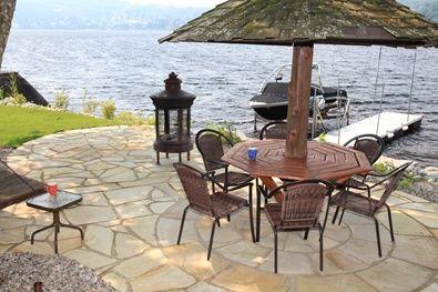 Terrasse en pierre naturelle, idéal pour le café le matin :) #pierrenaturelle #terrasse #landscaping #amenagementpaysager #brissonpaysagiste