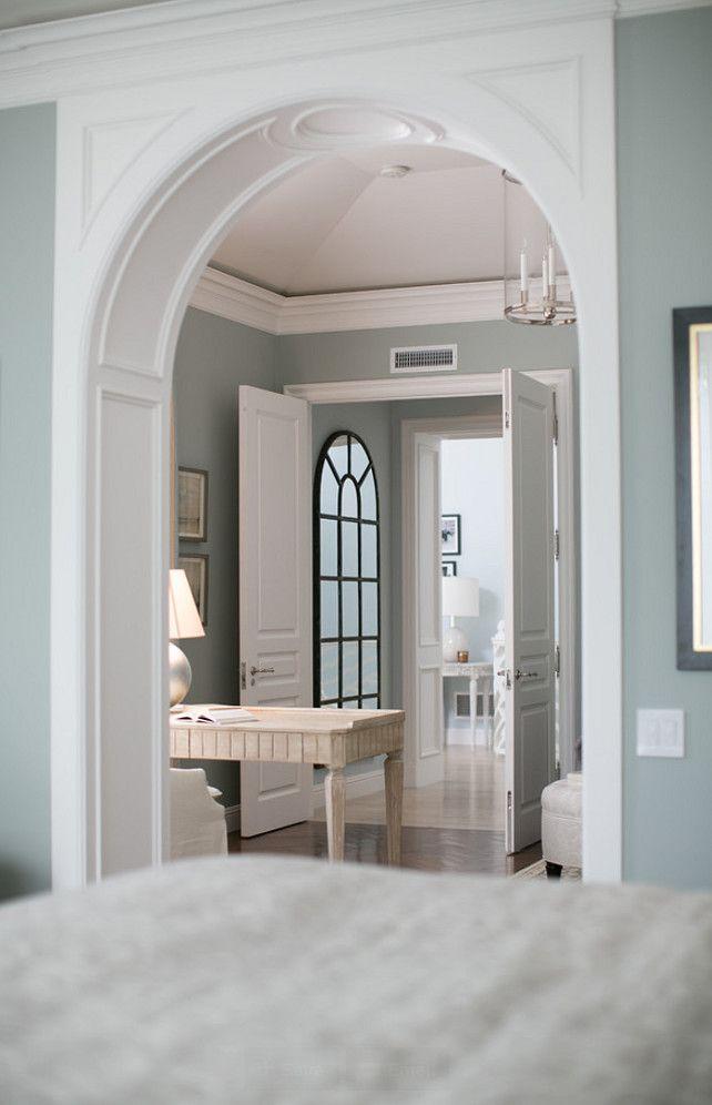 Home with Classic Blue & White Interiors (via Bloglovin.com )
