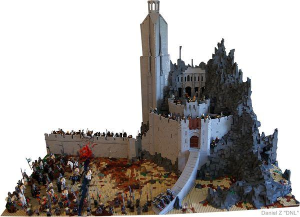 Daniel Z montou essa detalhada e impressionante réplica da famosa cena da Batalha no Abismo de Helm, retratada em O Senhor dos Anéis: As Duas Torres, para uma exibição promocional em uma loja em Oslo e tudo o que ele usou foram apenas peças de LEGO.