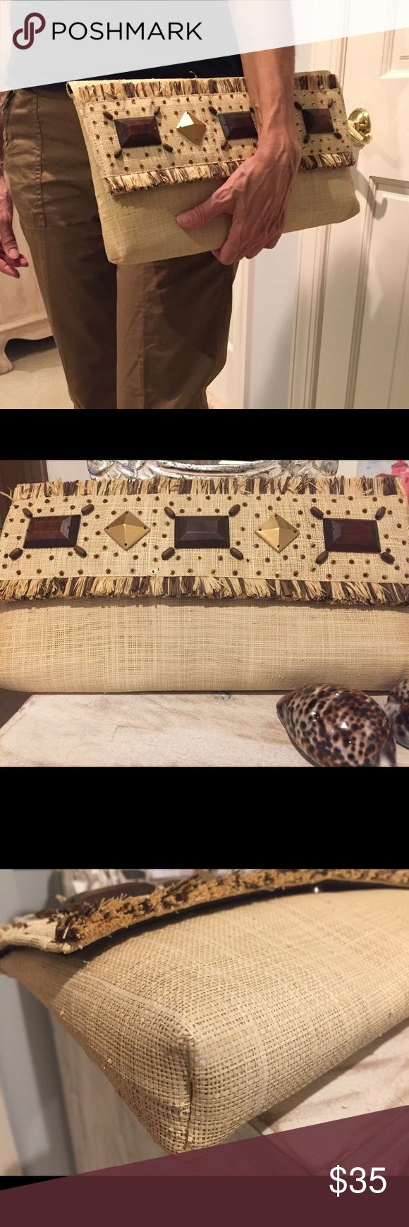 Ratan clutch bag with beaded detail Banana republic clutch. Great neutral bag in mint condition. Brown & gold beaded detail makes this a timeless clutch. Banana Republic Bags Clutches & Wristlets
