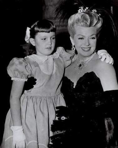 Gorgeous Lana Turner and her only child, daughter Cheryl.