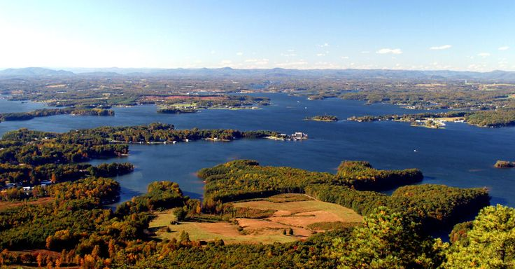 Information about vacation rentals, cabins, camping and hotels at Smith Mountain Lake in Virginia's Blue Ridge.