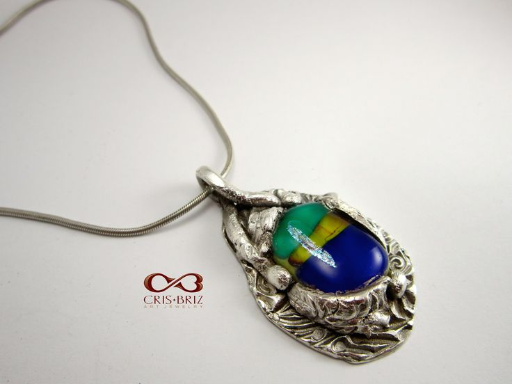 Silver pendant with glass cabochon