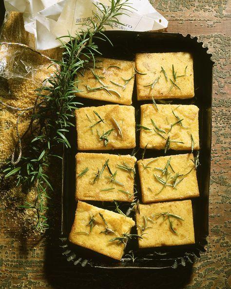 Gebratene Polenta mit Parmesan und Rosmarin | http://eatsmarter.de/rezepte/gebratene-polenta-2