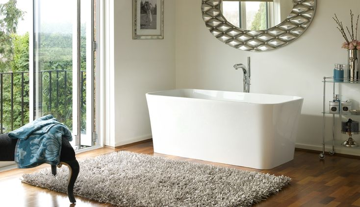 Edge Bath retains the elegance of the rest of the range without needing so much space.