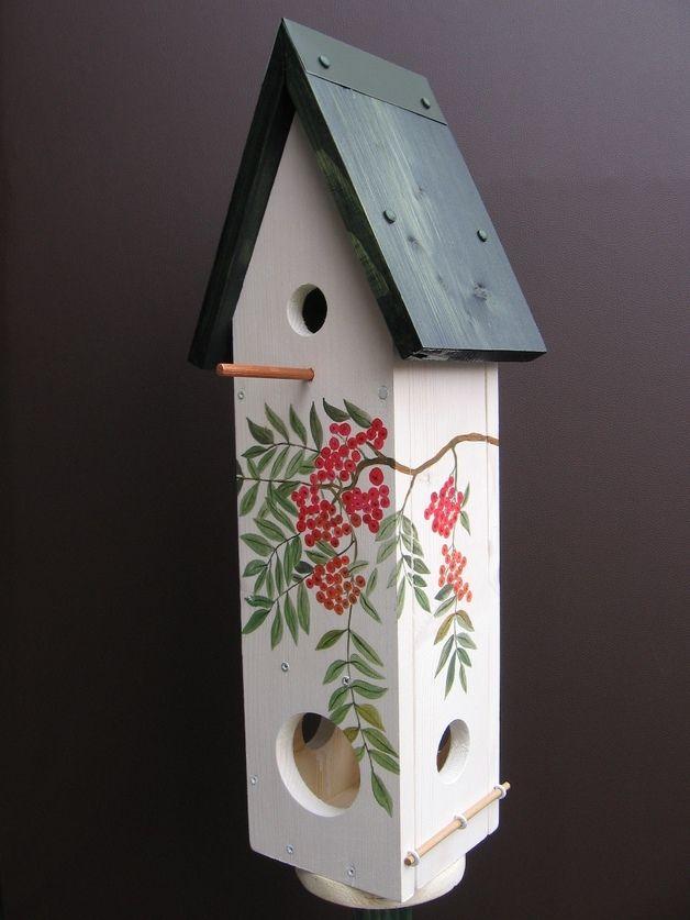 Vogelhaus für den Garten oder Balkon: Nistkasten mit Futterstelle für Meisen // gardening: wooden bird house for garden or balcony: Nesting box with feeder for small birds made by Dorota-Nowak via DaWanda.com