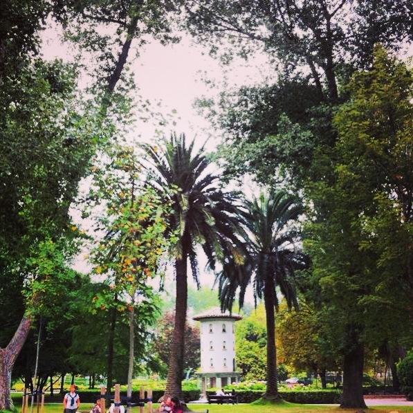 Árboles del parque Isabel La Católica y palomar