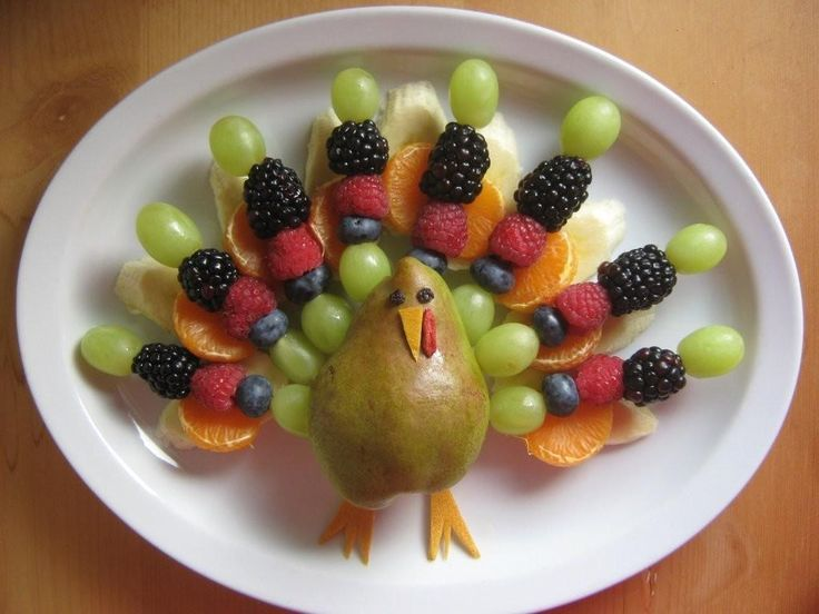 Eating healthy around the holidays can be hard, especially when surrounded by festive treats and comfort food favorites. That's why I am LOVING these super cute Thanksgiving fruit and vegetable pla...