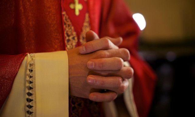Gelovigen, opgelet: vanaf zondag neemt de katholieke kerk een nieuw Onzevader in gebruik. Het gaat om een gemeenschappelijke versie voor Vlaamse en Nederlandse…