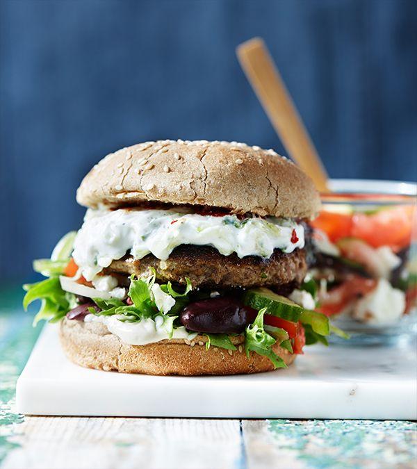 Græsk inspireret burger. Opskrift fra Hellmanns Big Burger Book.