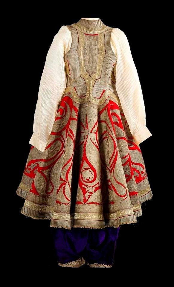 Ensemble with embroidered 'pirpiri'-coat. Late-Ottoman era, from the Balkans (Northern Greece or Albania), 19th century.